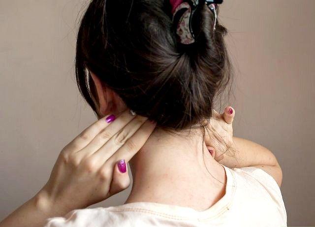 सिर दर्द कदम 12 के लिए मालिश अव्यय शीर्षक छवि