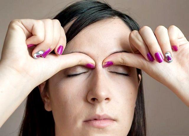 सिर दर्द चरण 3 के लिए मालिश अव्यवस्था वाली छवि