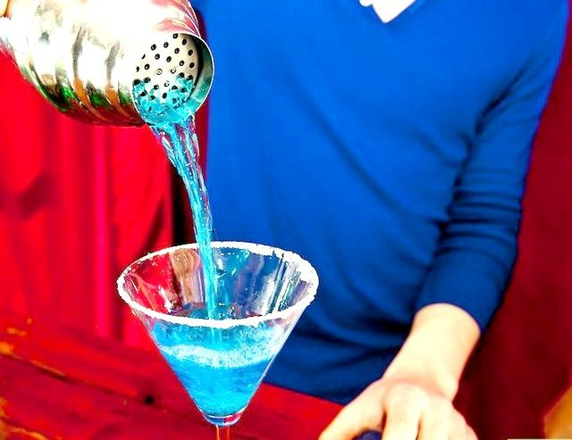 मेक अ ब्लू मत्स्यस्त्री मार्टिनी चरण 7 शीर्षक वाली छवि