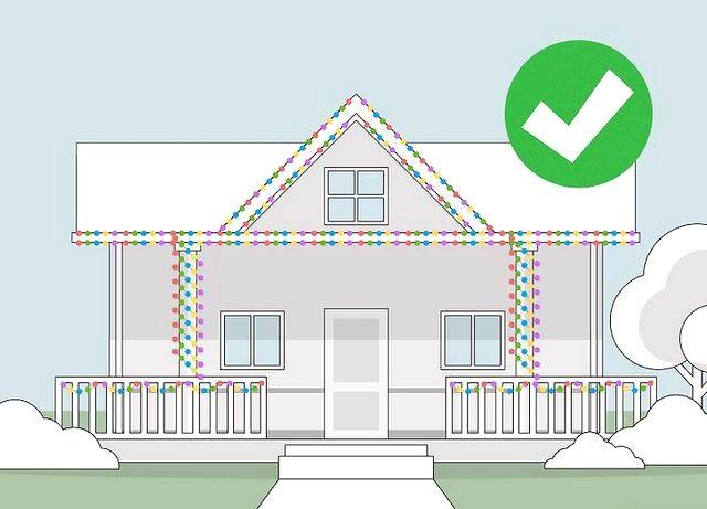 आपके घर के बाहर क्रिसमस लाइट्स की व्यवस्था कैसे करें