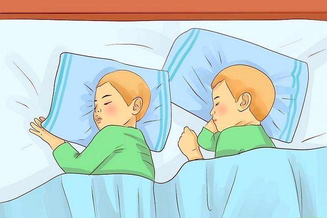 बिस्तर में रहने वाले ट्विन टॉडलर्स शीर्षक वाली छवि चरण 1