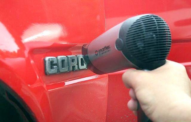 कारों से प्रतीकों को कैसे निकालें