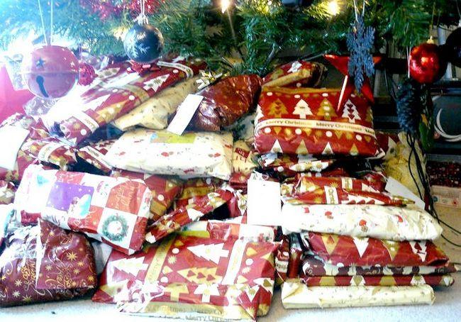 कैसे अपने माता पिता द्वारा छुपा क्रिसमस उपहार खोजें