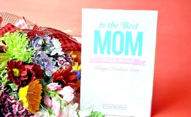 मातृ दिवस के लिए आखिरी मिनट का उपहार कैसे खोजें