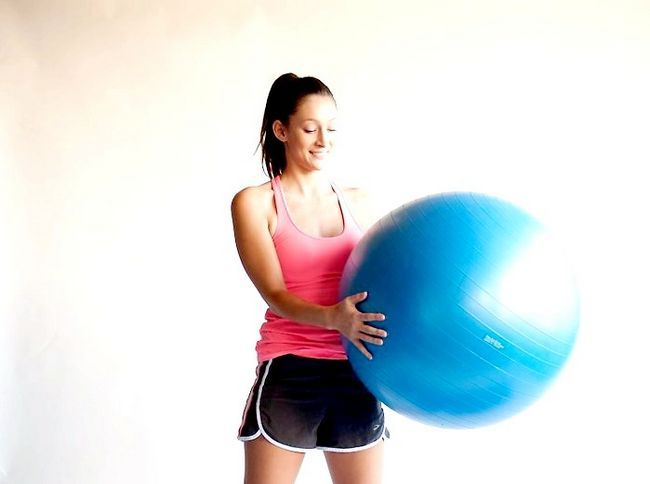शुरुआती प्रशिक्षण बॉल का उपयोग कैसे करें