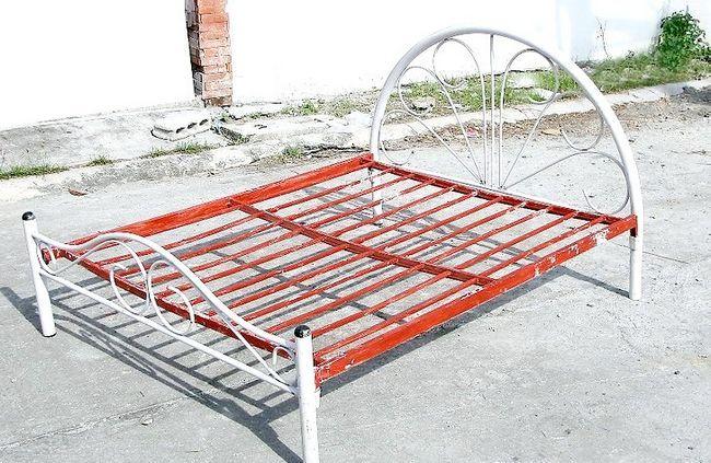 धातु बिस्तर की संरचना कैसे पेंट करें